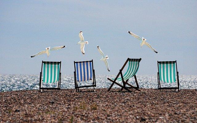 lehátka, pláž, moře, racci